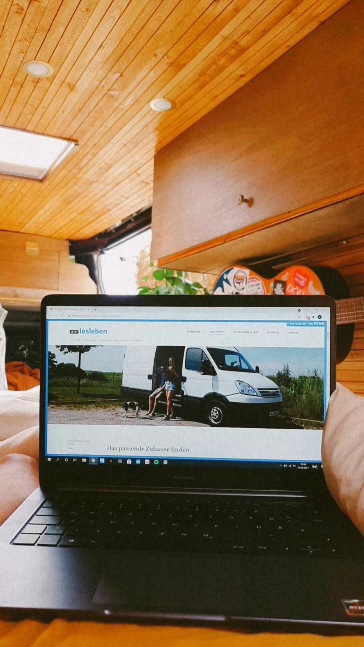 Digitale Nomaden arbeiten von unterwegs