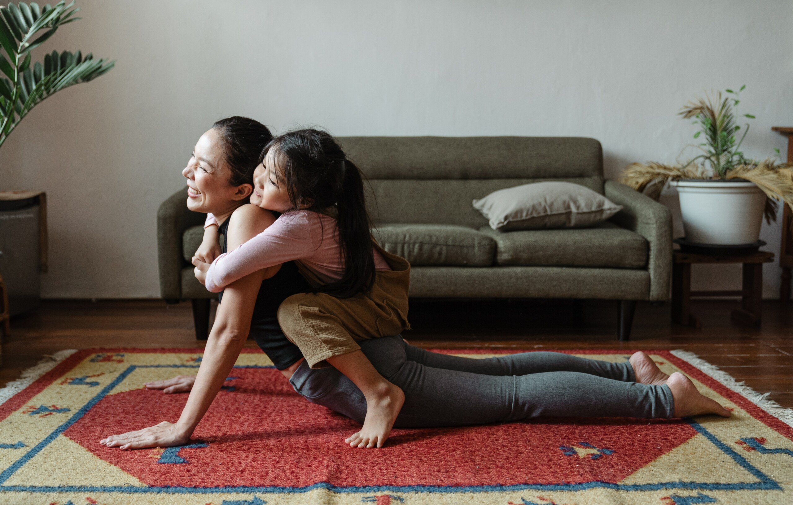 Selbstmotivation 2 Mama macht Yoga mit ihrer Tochter