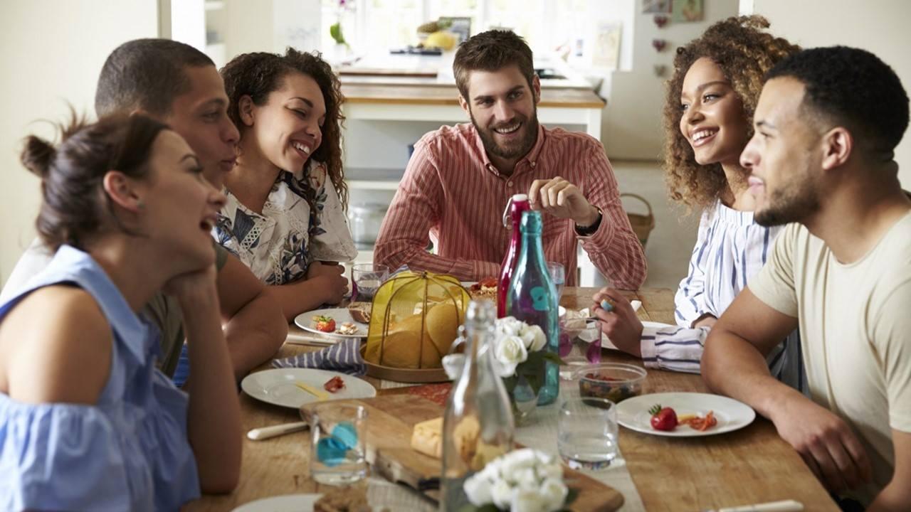 Indoor Aktivität Social Dining