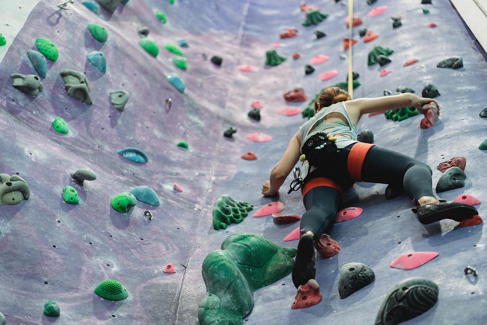 Bouldern in Indoor-Halle bei Schlechtwetter