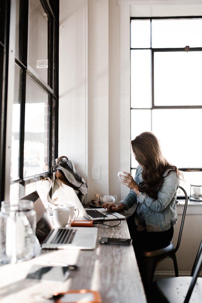 Der Lebenslauf für Berufseinsteiger sollte unbedingt alles enthalten, was für deinen zukünftigen Arbeitgeber interessant ist.