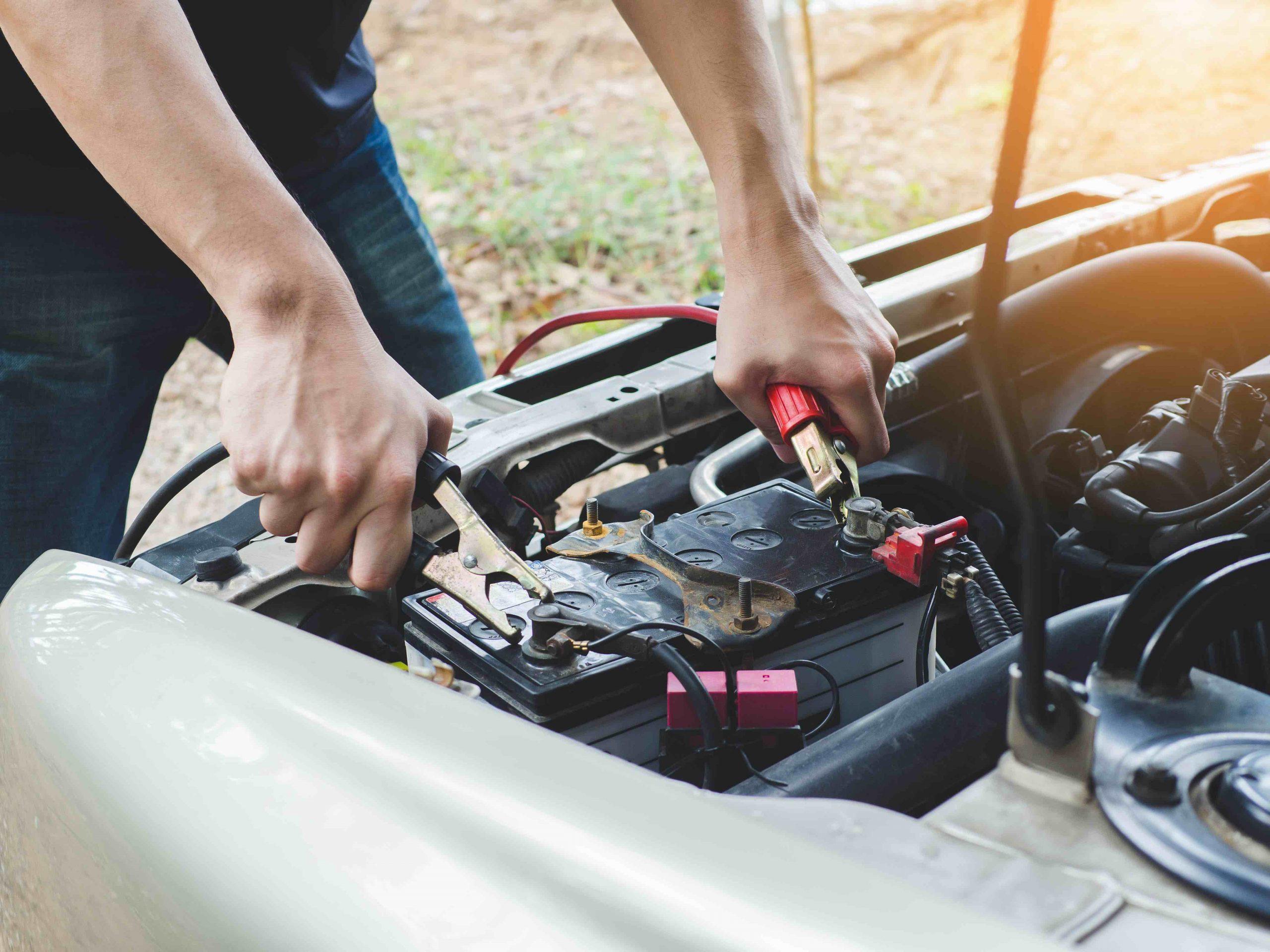 Starthilfe bei leerer Batterie im auto