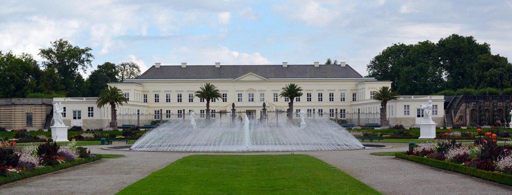 Das Schloss Herrenhausen ist ein romantischer Ort in Niedersachsen, an dem man sich fühlen kann, als gehöre man zum Adel.