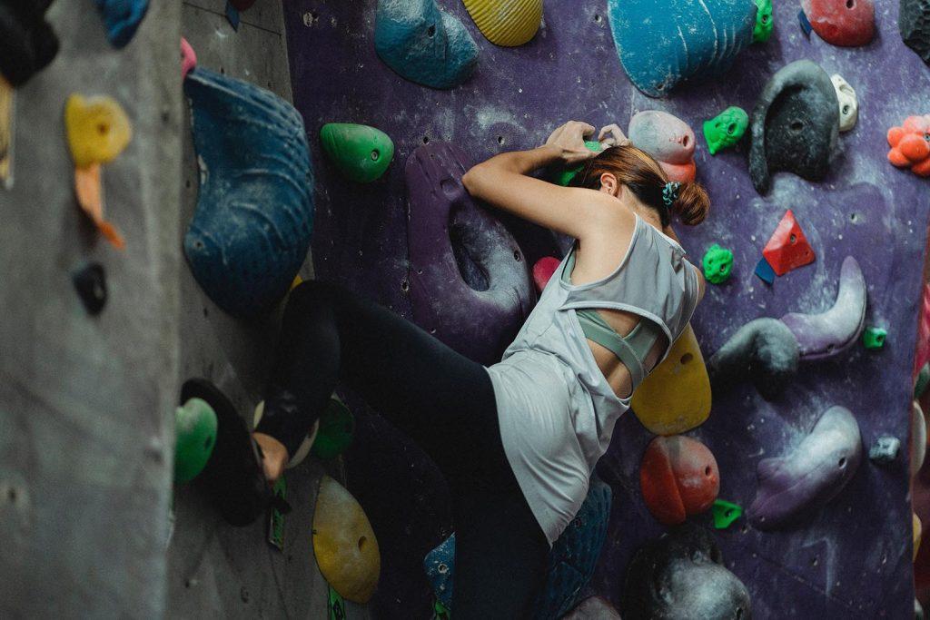Kletterwand Bouldern Free Climbing indoor aktivitaet