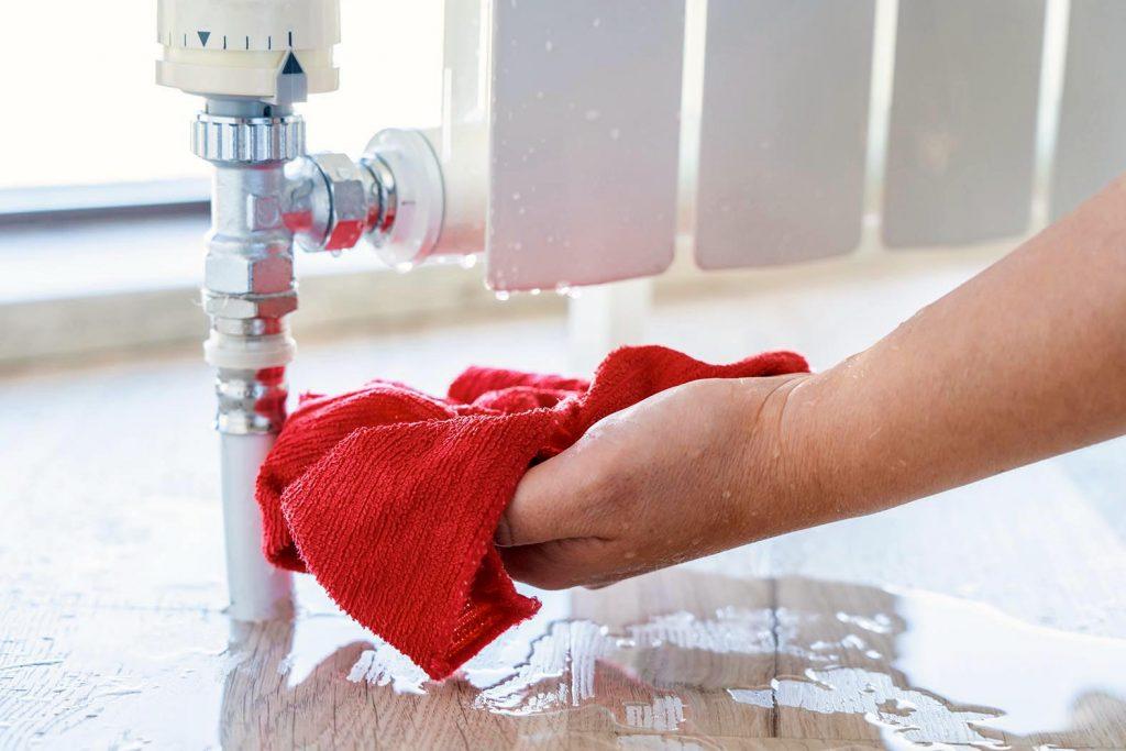Wenn ein Wasserschaden in einer Mietwohnung auftritt, hast du möglicherweise ein Anrecht auf Mietminderung