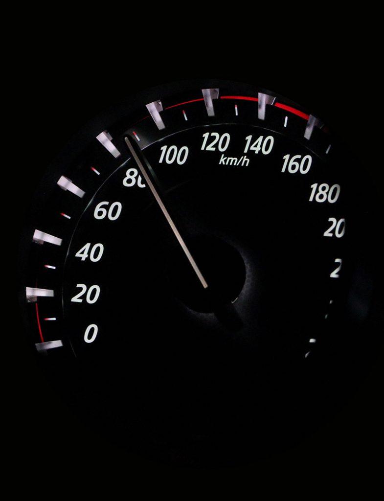 Fahrsicherheitstraining Tacho Hohe Geschwindigkeit