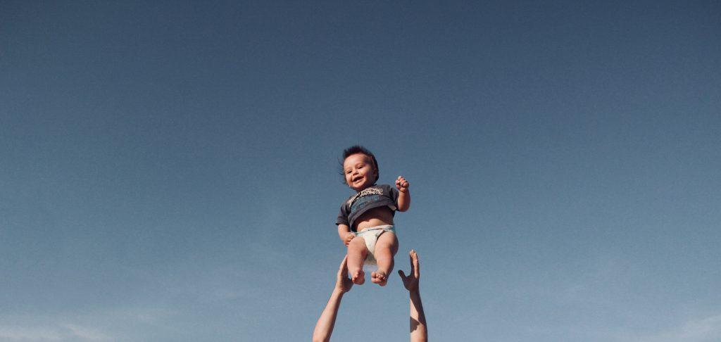 Glueckliches Baby dank richtiger Familienplanung