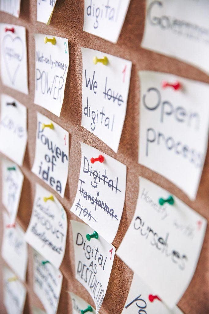 Den Business-Plan für deine Selbständigkeit machst du am besten nicht alleine, sondern befragst auch Freunde und Berater.