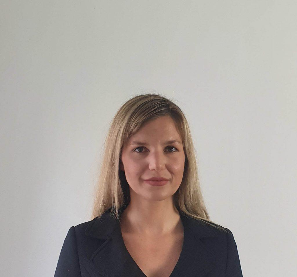Sozialpsychologin-Johanna-Degen-informiert ueber social distancing und dating