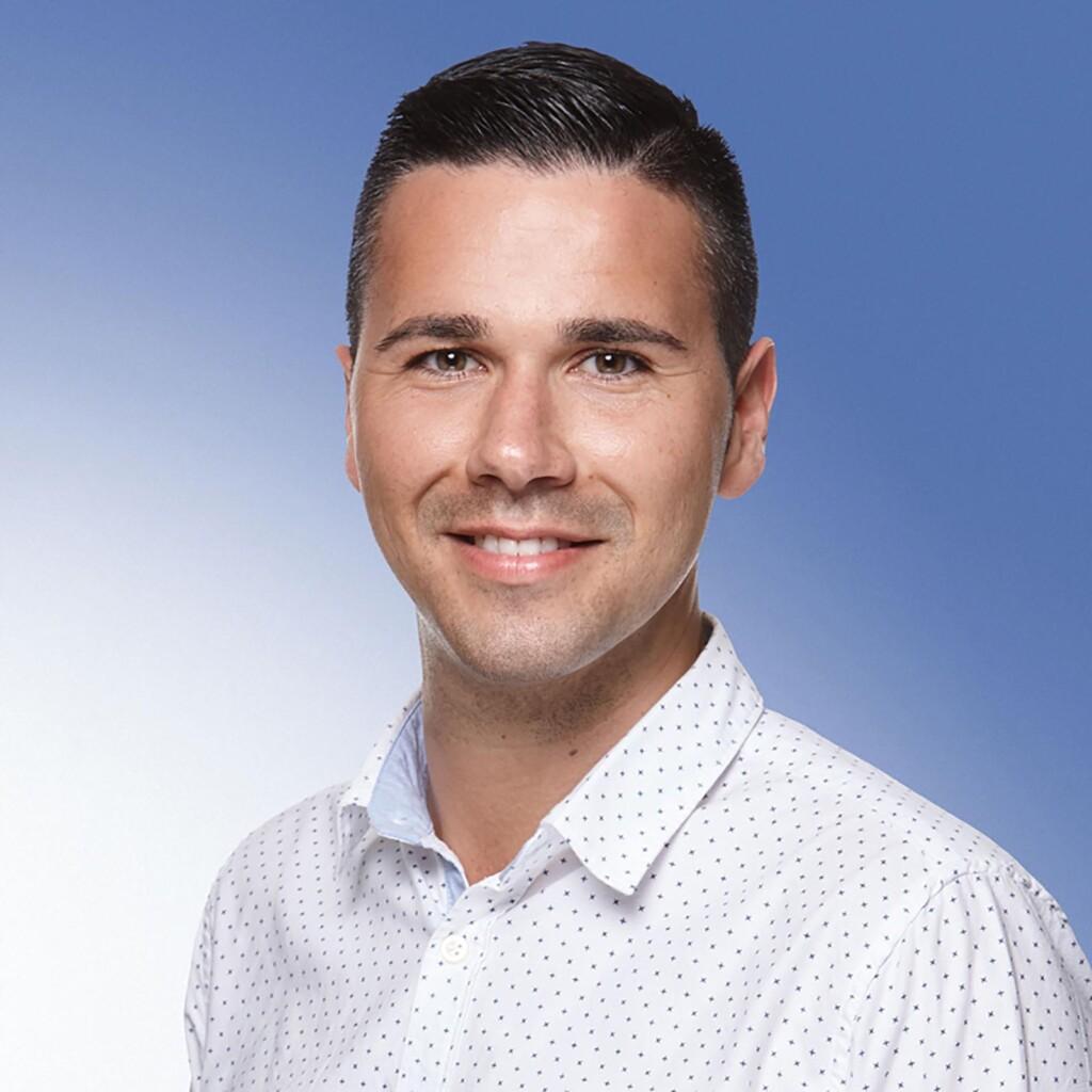Francisco Alvarez betreut bei der VGH die Auszubildenden