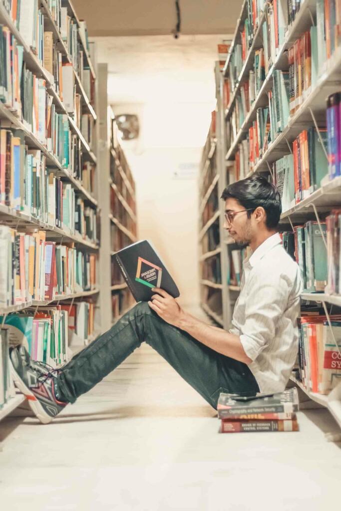 ein buch lesen ist auch eine form sich weiterzuentwickeln