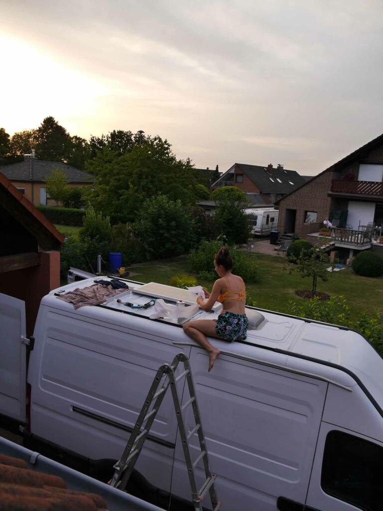 Montage Solaranlage auf dem camper