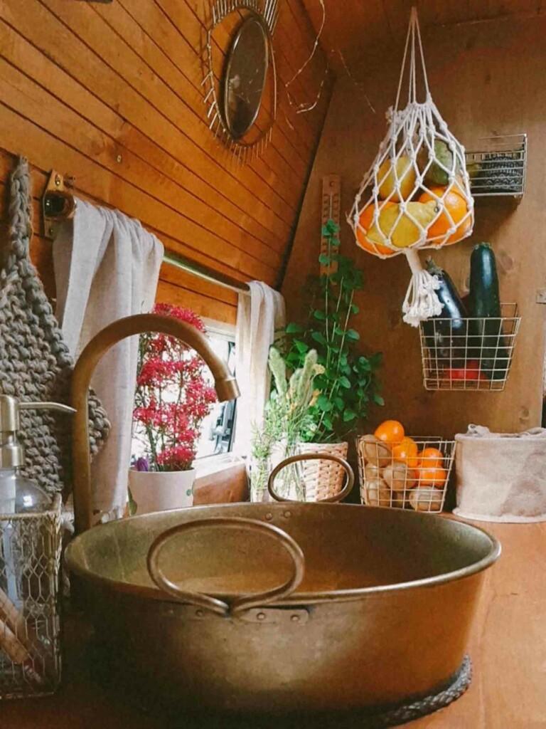 Wiederverwertung von einer suppenschüssel als waschbecken