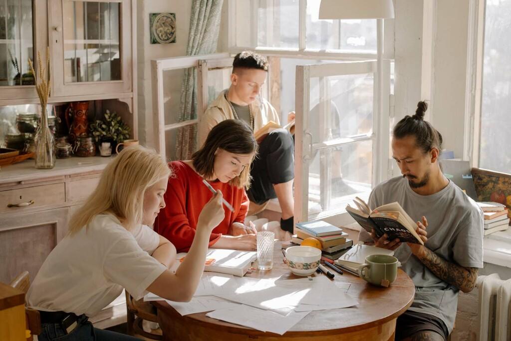 Zusammen lernen hilft gegen Prüfungsstress